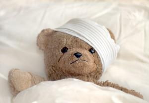 Teddybär mit 'Verband um den Kopf